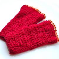 Raudonos riešinės Reda, siuvinėtos karoliukais, 1 pora