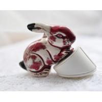 Baltai raudonas keramikinis zuikis, 1 vnt
