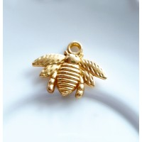 Pakabukas bitė, aukso sp. 21x17x3mm, 1 vnt.