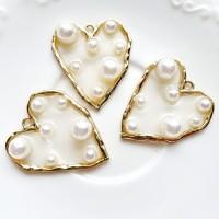 Pakabukas širdelė su perlais, 32x36mm, 1 vnt.