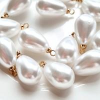 Perlų imitacijos lašas su kilpute akrilinis, 16x9mm, 1 vnt.