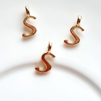 Pakabukas S raidė, nerūd. plieno, aukso sp., 11x6mm, 1 vnt.