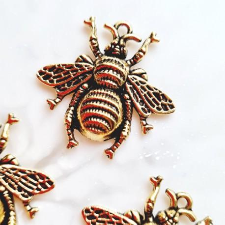 Pakabukas bitė, sendinto aukso sp., 25x25mm, 1 vnt.