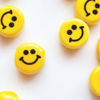 Keramikiniai karoliukai, smile, geltonos sp., 7 mm, 1 vnt.