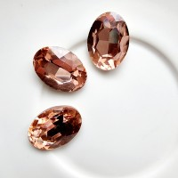 Įstatomi kristalai tamsūs violetiniai, ovalūs 18x13x5mm, 1 vnt.
