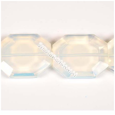 Opalas sintetinis, netaisyklingos formos 35 mm.